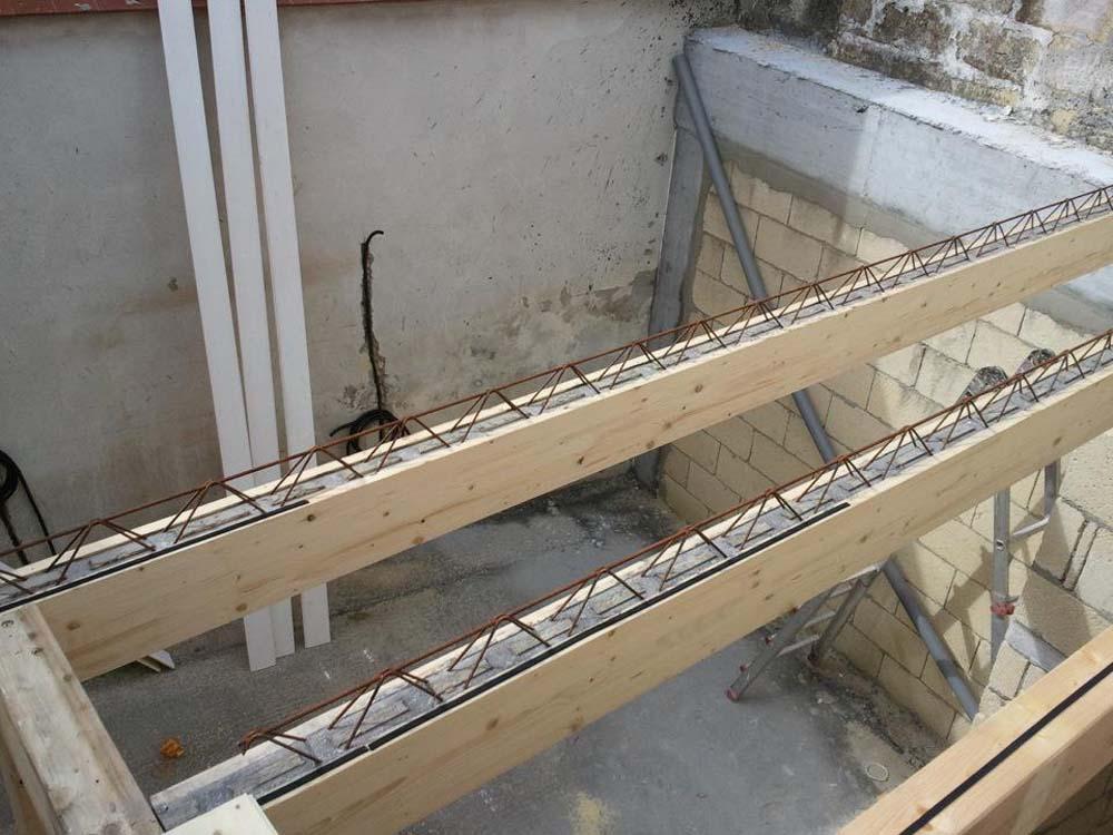Realizzazione solaio in legno cemento armato precompresso for Piccola casa costruita su fondamenta